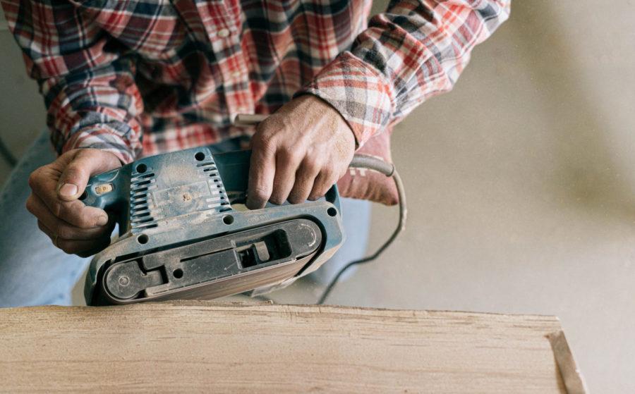 снятие фаски углов виниловой плитки
